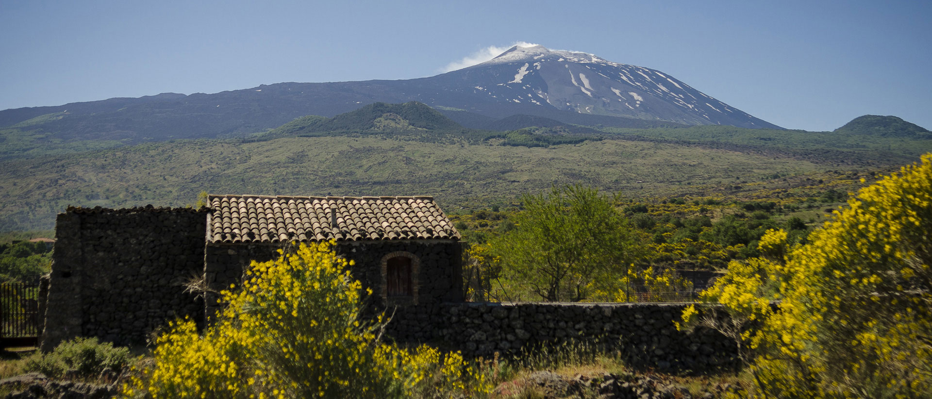 explore the valleys of etna!